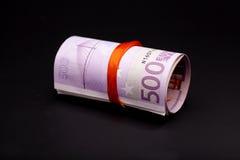 500在红色丝带的欧元金钱 库存图片