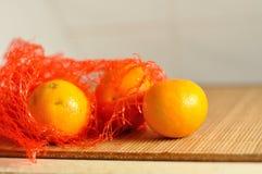 在红色包裹的蜜桔 图库摄影