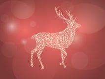 在红色和光亮的背景的金黄圣诞节鹿 库存照片