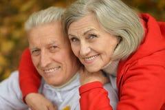 在红色和白色的夫妇 免版税库存照片