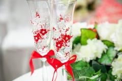 在红色和白色颜色,花的美丽,华美的婚礼装饰 图库摄影
