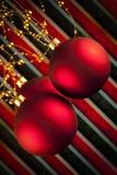 在红色和黑背景的三个圣诞节中看不中用的物品 免版税库存照片