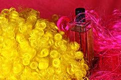 在红色和黄色33的香水 库存照片