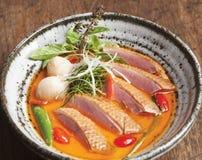 在红色咖喱的熏制的伊梁鸭子与Lichee 免版税库存图片