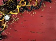 在红色困厄的木头的新年背景 免版税库存照片