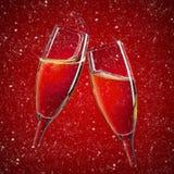 在红色圣诞节背景的两块香槟玻璃 图库摄影