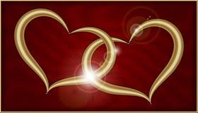 在红色天鹅绒的两金黄心脏 库存图片