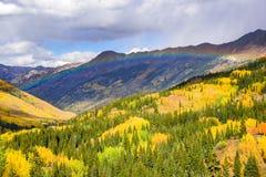 在红色山口的彩虹 Colora圣胡安山  免版税库存图片