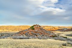 在红色山露天场所的11月日落 免版税库存照片