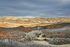 在红色山露天场所的11月日落 库存照片