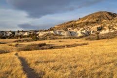 在红色山露天场所的11月日落 图库摄影