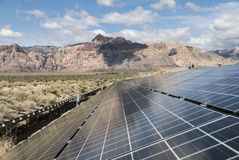 在红色岩石峡谷全国保护地区的太阳能盘区 免版税库存图片