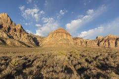 在红色岩石峡谷全国保护地区的彩虹山 免版税库存图片