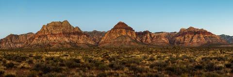 在红色岩石峡谷内华达的山脉 图库摄影