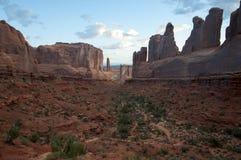 在红色岩石峡谷的清早日出 免版税库存照片