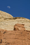 在红色岩石峡谷的月出 免版税图库摄影