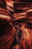 在红色峡谷的巨型岩石在埃拉特,以色列山  免版税库存照片