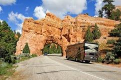 在红色峡谷的高速公路隧道在犹他 免版税库存图片