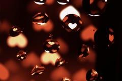 在红色心脏的油下落 库存照片