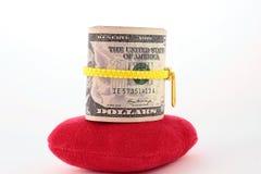 在红色心脏的现金 免版税图库摄影