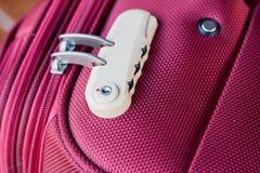 在红色手提箱的号码锁 免版税图库摄影