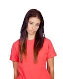 在红色打扮的沮丧的深色的女孩 免版税库存照片