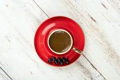 在红色杯子的土耳其咖啡 免版税库存图片
