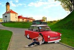 在红色汽车的野餐 免版税图库摄影