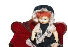 在红色沙发的玩偶 免版税库存照片