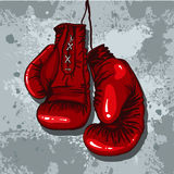 在红色的减速火箭的拳击手套 库存图片
