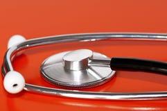 在红色的听诊器 图库摄影