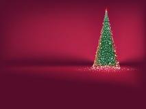 在红色的抽象绿色圣诞树。EPS 10 免版税库存照片