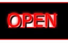 在红色的氖开放标志横幅