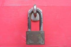 在红色的老锁 库存图片