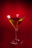 在红色的马蒂尼鸡尾酒玻璃 免版税图库摄影