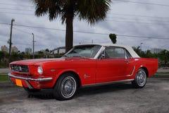 1969年在红色的Ford Mustang 免版税库存照片