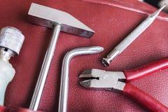 在红色皮革盒的工具 免版税库存照片
