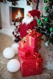在红色箱子的Christmass礼物 库存照片