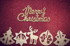 在红色精采背景的圣诞节木形象 图库摄影