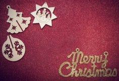 在红色精采背景的圣诞节木形象 库存照片