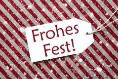 在红色纸, Frohes费斯特的标签意味圣诞快乐,雪花 免版税库存图片