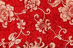 在红色织品的中国发光的装饰品 库存照片