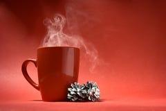 在红色背景的咖啡杯 库存照片
