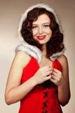 在红色背景的圣诞老人女孩 免版税库存照片