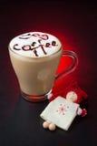 在红色背景的惊人的咖啡杯 库存照片