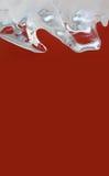 在红色背景的美丽的结冰的冰 抽象冰冷的水晶对象宏指令视图 Xmas框架装饰元素 浅 免版税图库摄影
