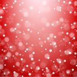 在红色背景的落的雪花 免版税库存图片