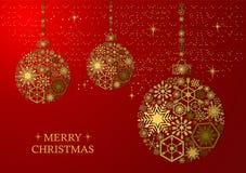 在红色背景的金黄圣诞节球 免版税图库摄影