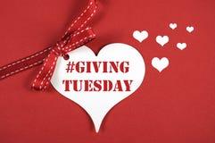 在红色背景的#Giving的星期二白色心脏 免版税图库摄影