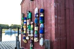 在红色船库码头边的渔浮体 免版税库存图片